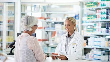 Von Medikament-Zuzahlungen können Sie sich unter Umständen befreien lassen. - Foto: shapecharge / iStock