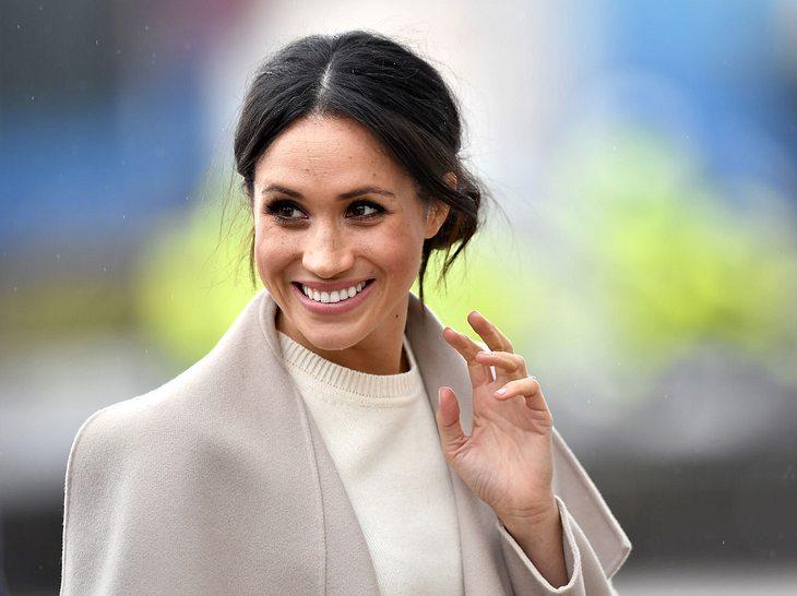 Meghan Markle hat Prinz Charles gebeten, sie zum Altar zu führen.