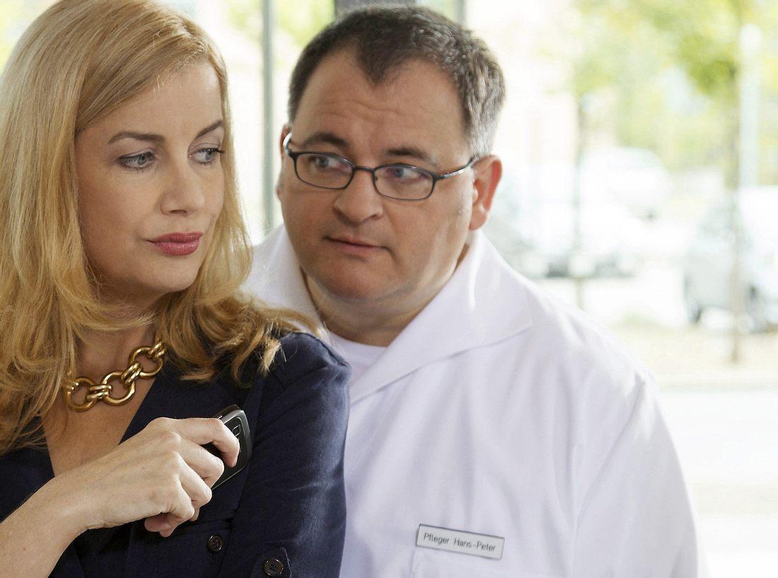 Michael Trischan als Hans-Peter Brenner mit Alexa Maria Surholt als Sarah Marquardt.