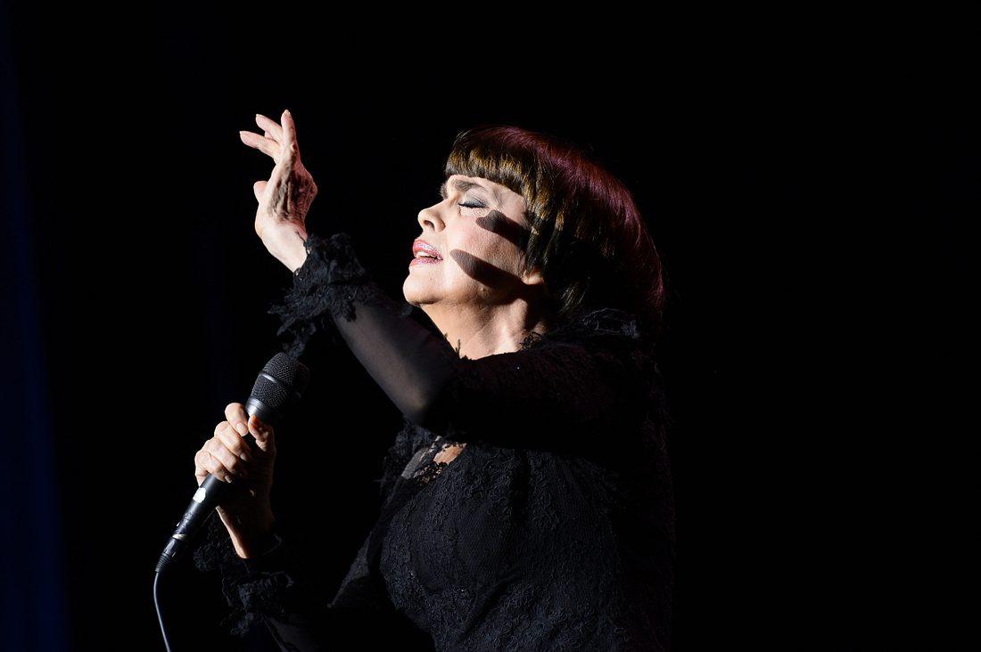 Schlagersängerin Mireille Mathieu spricht über die schwierigste Phase ihres Lebens.