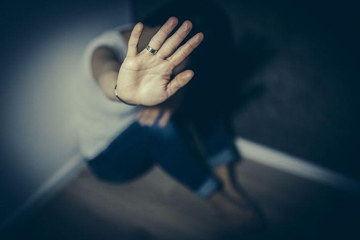 7 Strategien, wie man mit einem Soziopathen umgeht