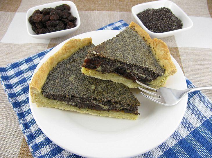 Vier unterschiedliche Rezepte für Mohnkuchen.