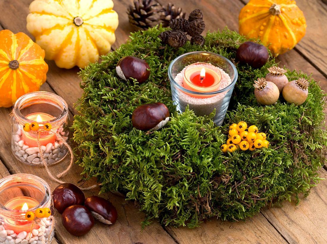 Ein Mooskranz eignet sich sowohl für den Gartentisch, als auch für das Wohnzimmer oder die Tür.