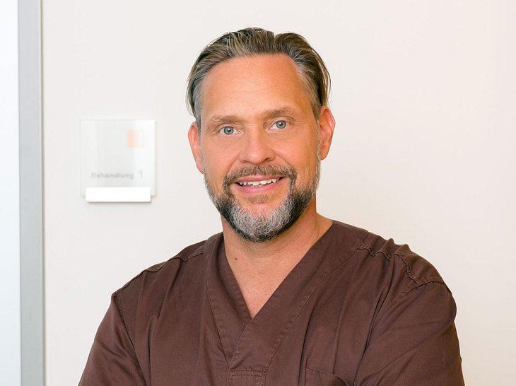Dr. Jochen H. Schmidt ist leitender Zahnarzt und Implantologe des Carree Dental in Köln.