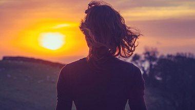 So schaffen Sie den Neuanfang nach einer Trennung. - Foto: lolostock / iStock