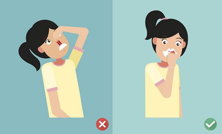 Um Nasenbluten zu stoppen: Kopf nach vorne beugen.