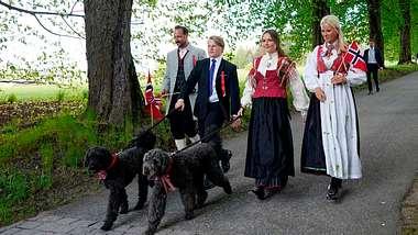 Nationalfeiertag in Norwegen mit der Kronprinzenfamilie am 17. Mai 2020. - Foto:  LISE ASERUD/GettyImages