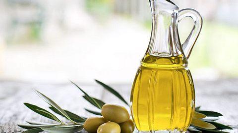 Eine Studie kommt zu dem Ergebnis, dass natives Olivenöl vor Alzheimer schützen kann. - Foto: dulezidar / iStock