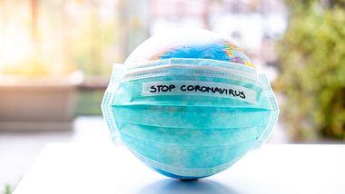 Neue Corona-Regeln treten in Kraft.  - Foto: AlenaPaulus / iStock