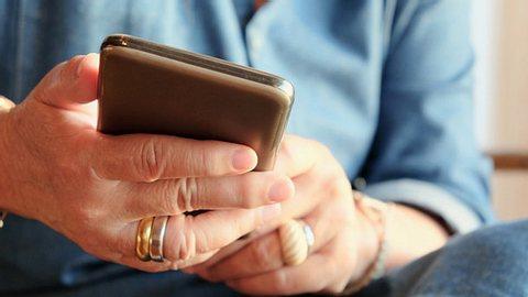 So dreist ist die neue Telefonabzocke - Foto: Ponsulak / iStock