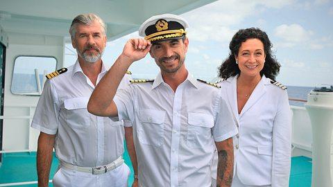 Das ZDF-Traumschiff und seine Crew. - Foto: ZDF und Dirk Bartling