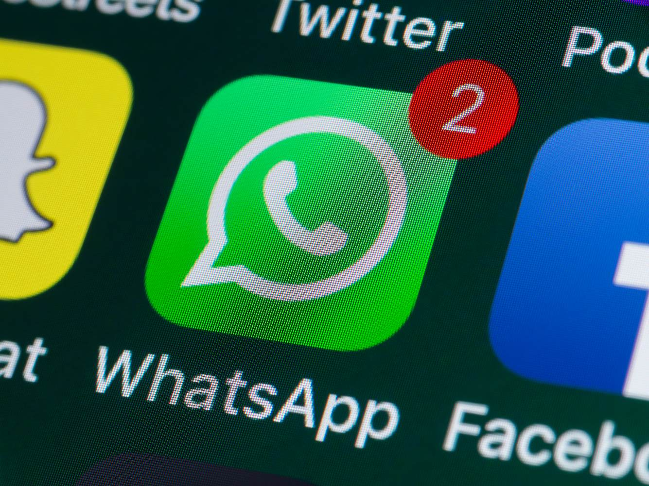 Ein Smartphone-Bildschirm mit der App 'WhatsApp'.