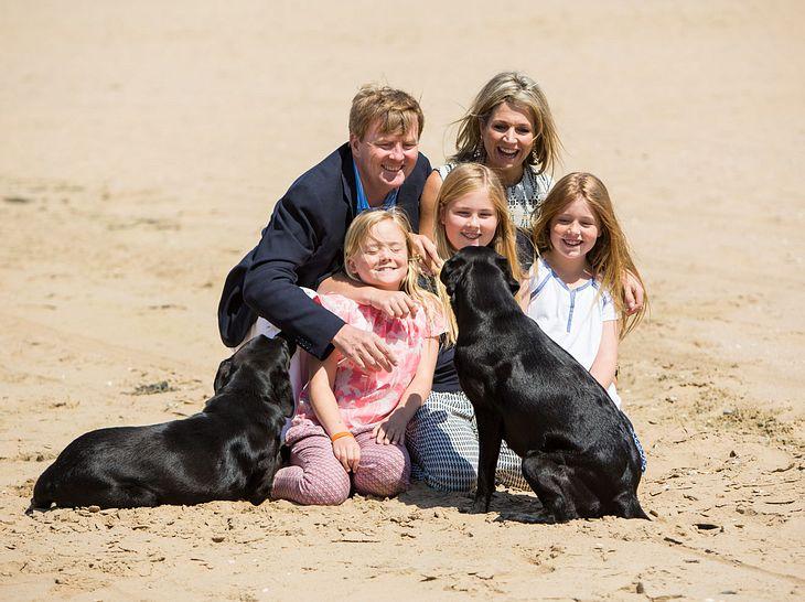 Die niederländische Königsfamilie mit Skipper und Nala