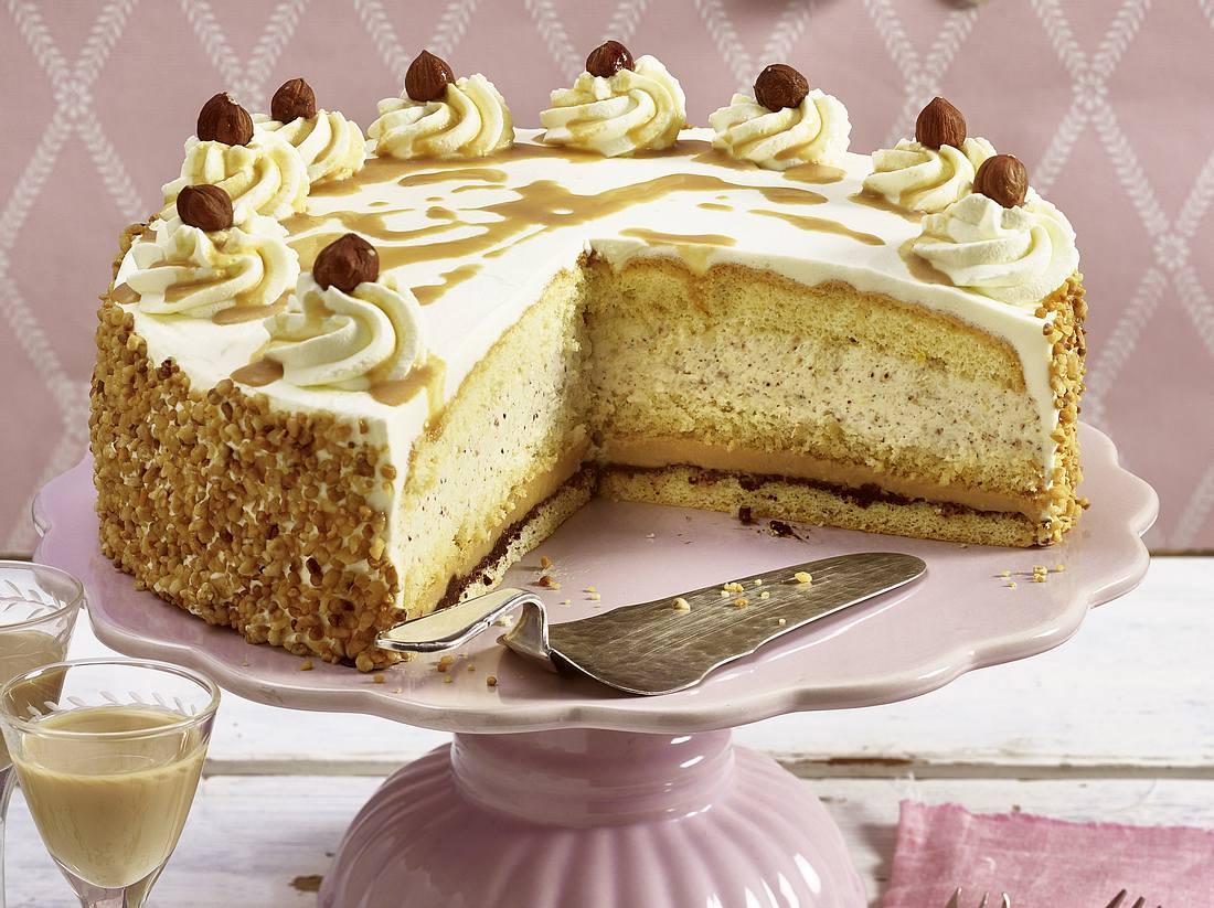 Nuss-Sahne-Torte mit Kaffeelikör.