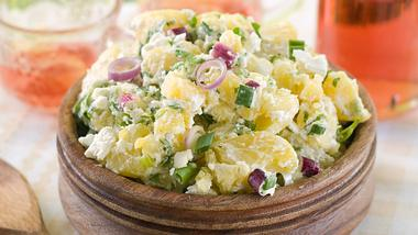 Omas Kartoffelsalat: Das Rezept - Foto: Wiktory / iStock