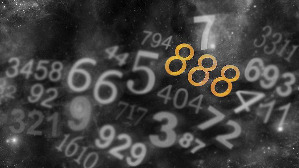 Lesen Sie hier, was Dreifachzahlen zu bedeuten haben. - Foto: NikkiZalewski / iStock