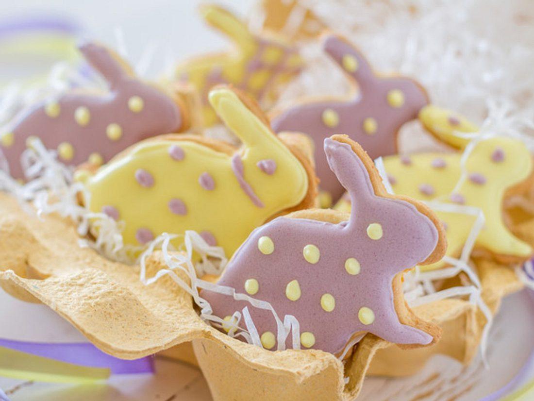 Süße Häschen-Kekse als Osterdessert.