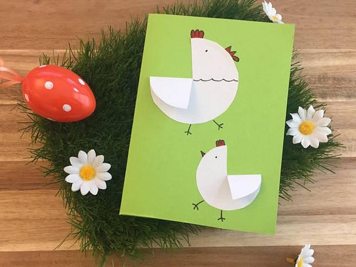 Flatternde Hühner für Ihre Osterkarte