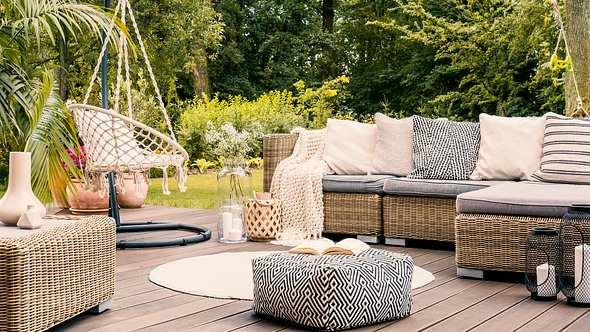 Outdoormöbel im Garten - Foto: iStock/is:KatarzynaBialasiewicz