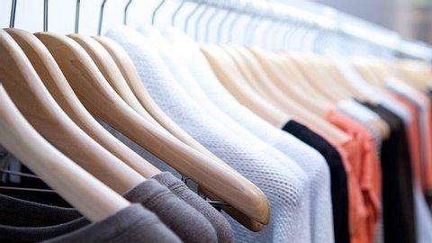 Outfit aufpeppen kleine Tricks - Foto: FiledIMAGE/iStock
