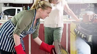Diese Tipps helfen bei Pannen in der Küche.  - Foto: RyersonClark / iStock