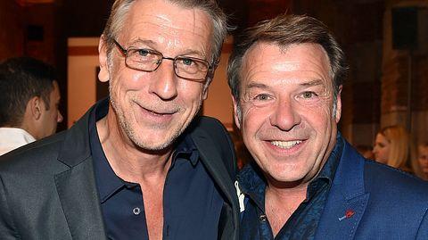 Sänger Patrick Lindner mit seinem Partner Peter Schäfer. - Foto: Hannes Magerstaedt / Getty Images