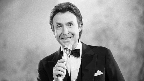 Peter Alexander war einer der größten deutschsprachigen Entertainer. - Foto: IMAGO / teutopress