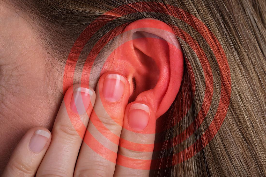 Bei Pfeifen im Ohr können Tinnitus-Apps eine schnelle Hilfe sein.
