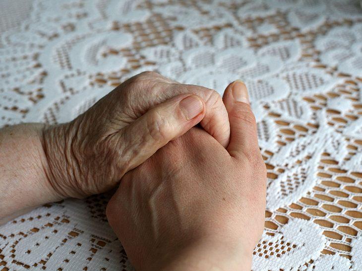Die Pflege von Angehörigen ist ein ernstes Thema.