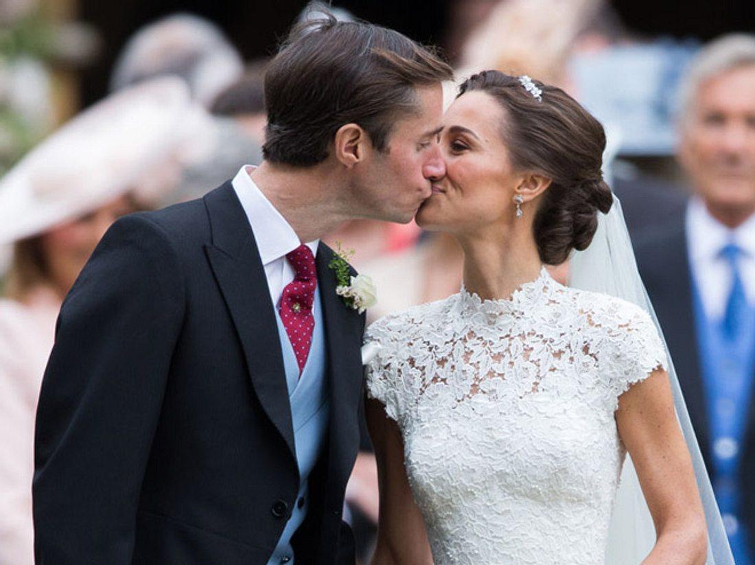 Pippas Hochzeit: Süßer Kuss mit Gatte James.