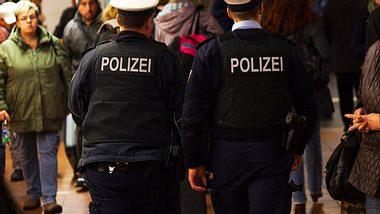 Einbrecher geben sich als Polizisten aus