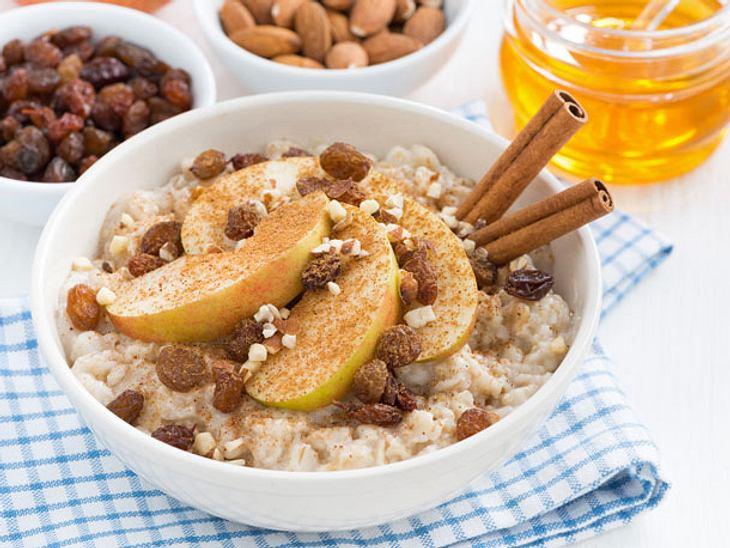 Porridge-Rezept mit Apfel, Rosinen und Zimt