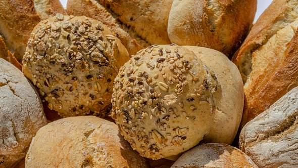 Frische Brötchen vom Bäcker. - Foto: Getty Images/iStockphoto