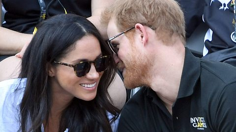 Prinz Harry und Freundin Meghan Markle zeigen ihre Liebe - Foto: Karwai Tang/WireImage via GettyImages