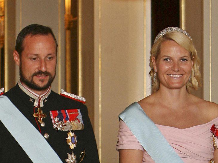 Aus Liebe zu Prinzessin Mette-Marit würde Prinz Haakon vielleicht sogar auf den Thron verzichten.