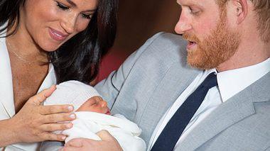 Prinz Harry und Herzogin Meghan mit ihrem Sohn Archie.  - Foto: Dominic Lipinski - WPA Pool / Getty Images