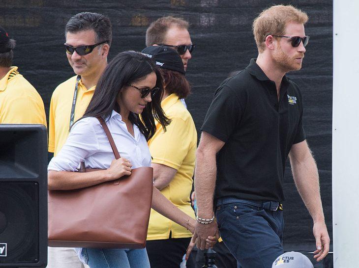 Prinz Harry und Meghan Markle zeigen ihre Liebe