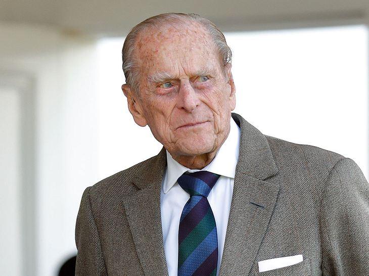 Prinzgemahl Philip, Ehemann von Queen Elizabeth II., musste sich einer Hüft-OP unterziehen. Welche Folgen hat das für ihn?