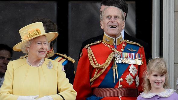 Prinz Philip zusammen mit seiner Enkelin Lady Louise Windsor. - Foto:  LEON NEAL/GettyImages