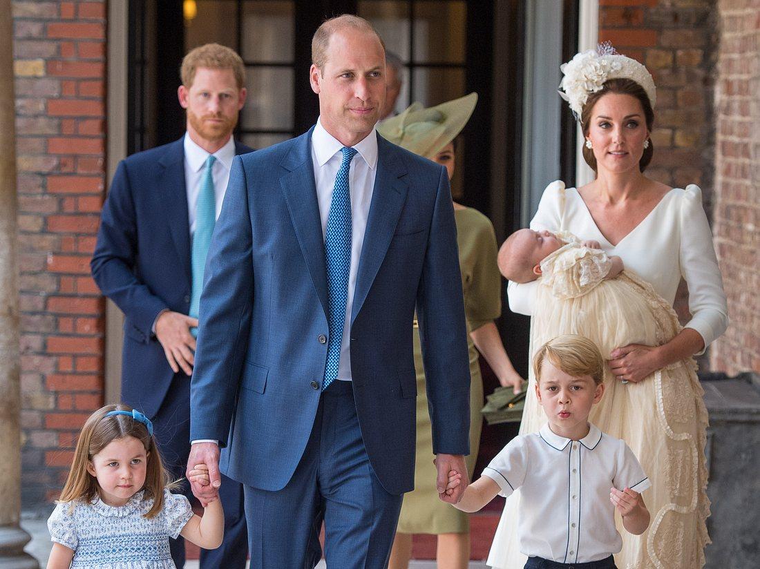 Prinz William und Herzogin Kate mit ihren drei Kindern am Tauftag von Prinz Louis.
