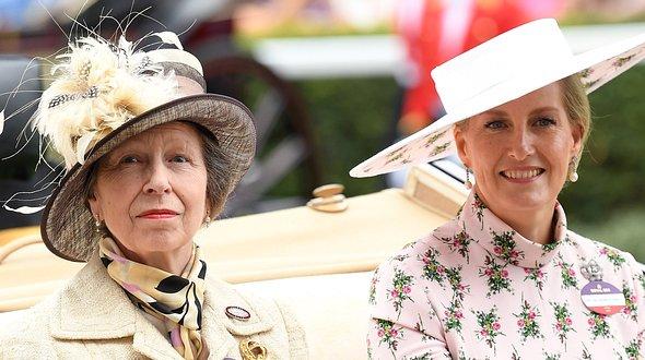 Prinzessin Anne und ihre Schwägerin Sophie, Herzogin von Wessex. - Foto: Karwai Tang/Getty Images