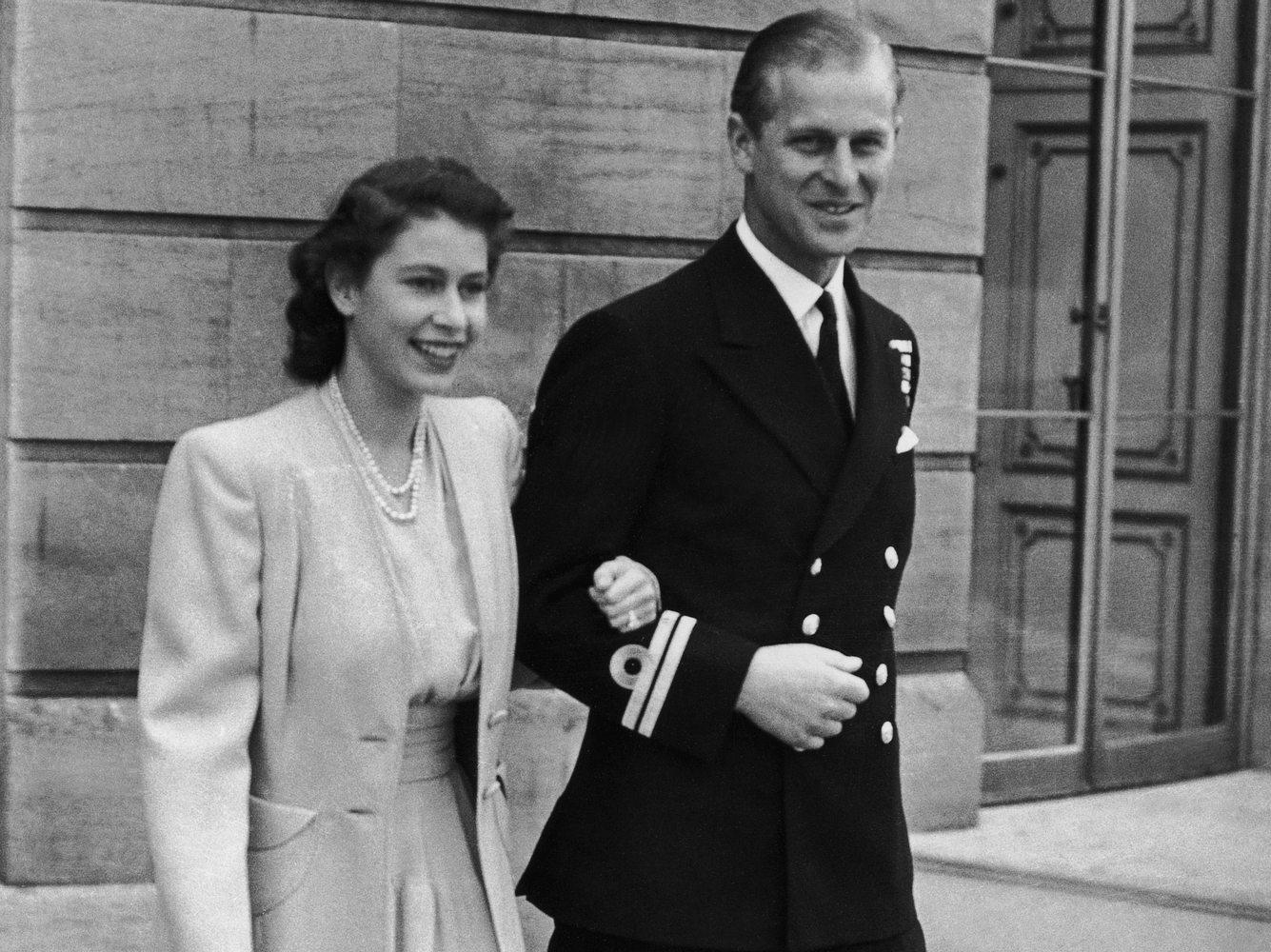 Prinzessin Elizabeth und Leutnant Philip Mountbatten am Tag ihrer Verlobung.