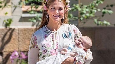 Die strahlende Prinzessin Madeleine mit ihrer frisch getauften Tochter Adrienne. - Foto: Samir Hussein / WireImage