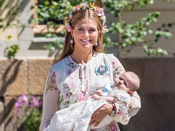 Die strahlende Prinzessin Madeleine mit ihrer frisch getauften Tochter Adrienne.