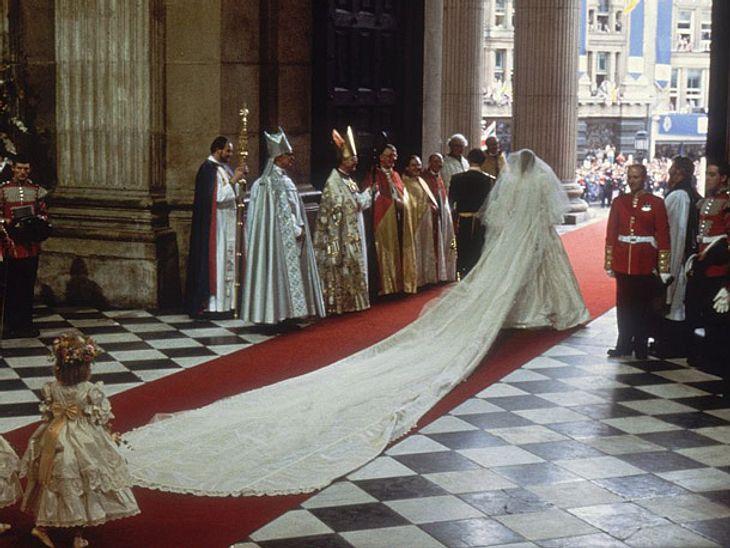 Das Brautkleid von Prinzessin Diana hatte die längste Schleppe in der royalen Geschichte.