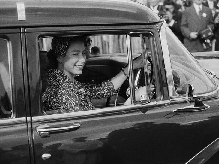 Queen Elizabeth hat eine Ausbildung zur Automechanikerin.