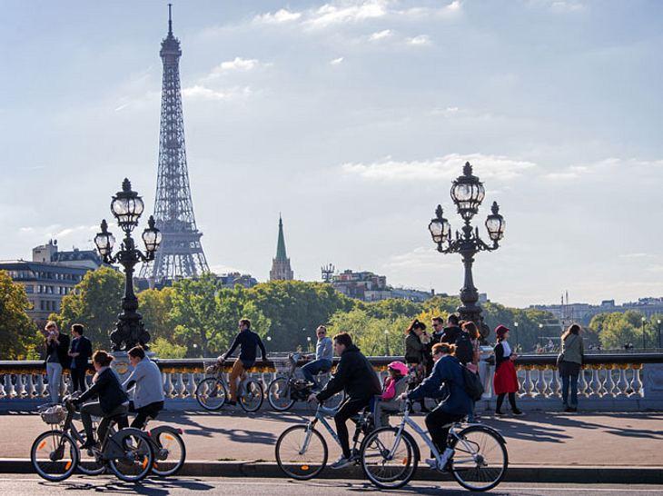 Von Paris aus begeben Sie sich auf den Weg durch Europa nach London.