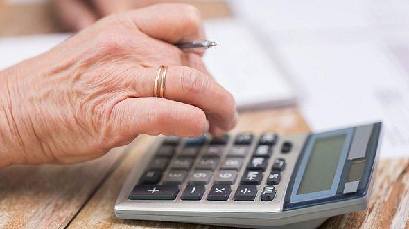 Altersarmut in Deutschland: Warum Frauen die Rentenfalle droht