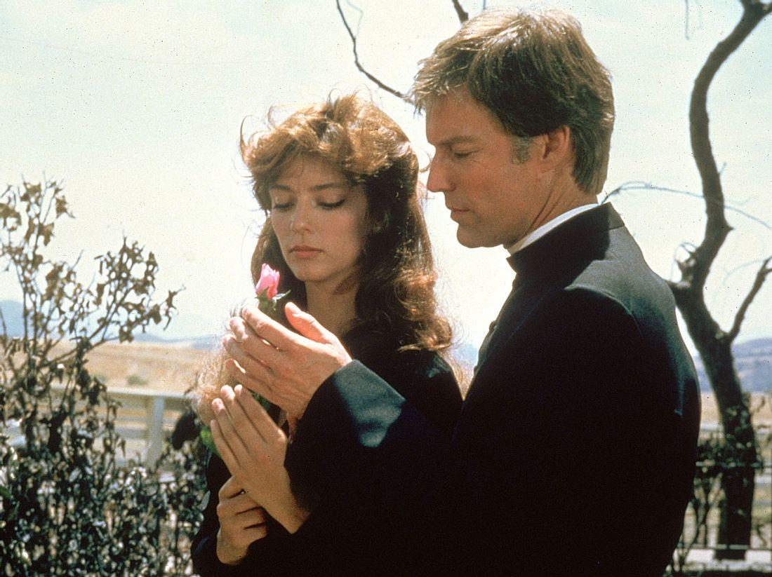 Rachel Ward und Richard Chamberlain in 'Die Dornenvögel'.