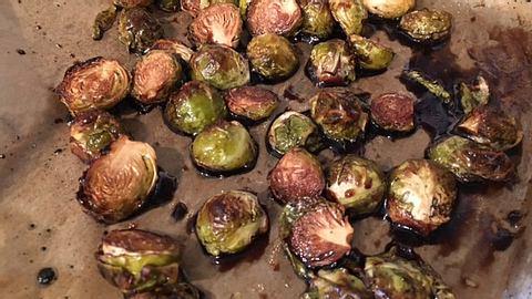 Rosenkohl lässt sich prima im Ofen zubereiten. - Foto: Liebenswert